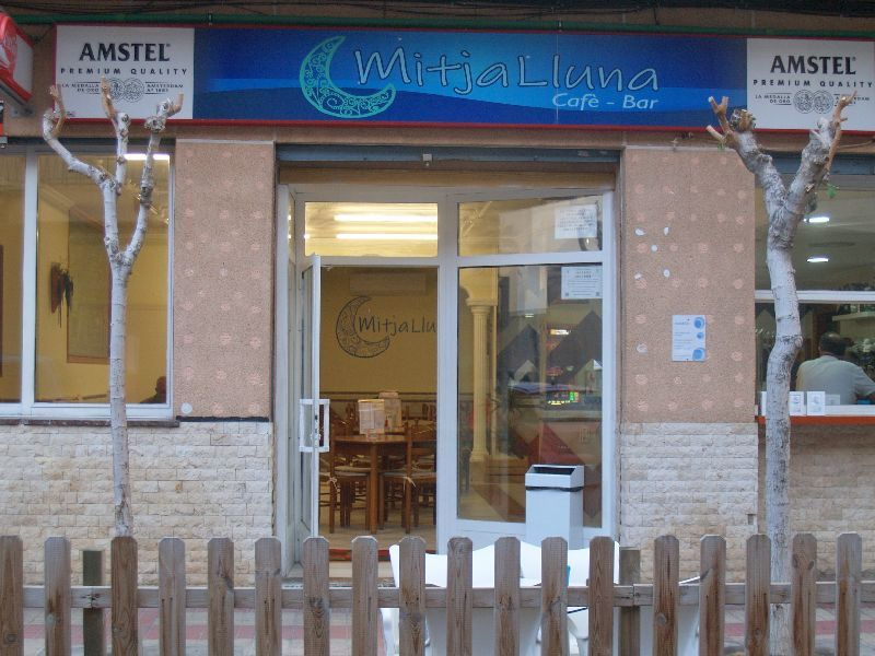 Cafe-Bar MITJA LLUNA